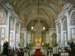 San Agustin Church : bagian dalam gereja