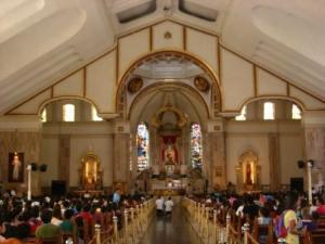 Bagian dalam Quiapo Church