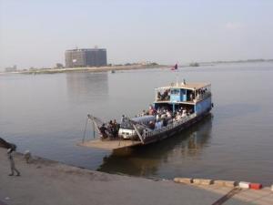 Ferry dari Phnom Penh ke Arey Ksat